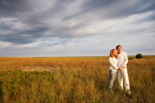 Couple_in_Field