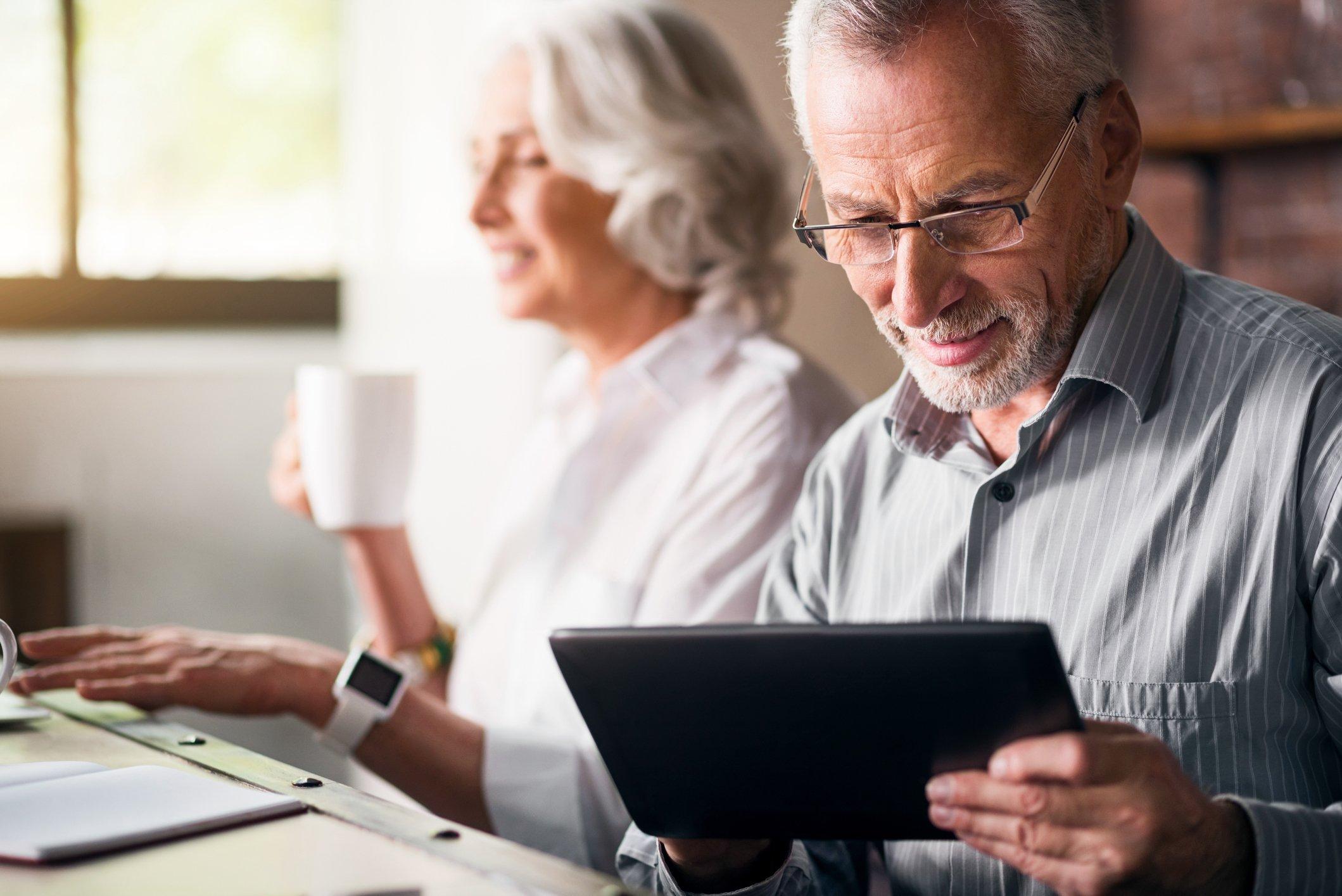 Les problèmes de santé et de mobilité ainsi que les problèmes cognitifs peuvent nuire à la capacité des gens d'avoir accès aux services financiers et de prendre des décisions financières.
